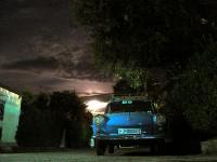VW Käfer im Mondschein