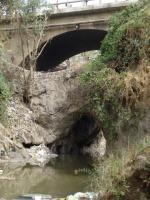 Schöne Brücke, unschöner Müll. Weiter Links gabs auch ein totes Schwein zu sehen ;-)